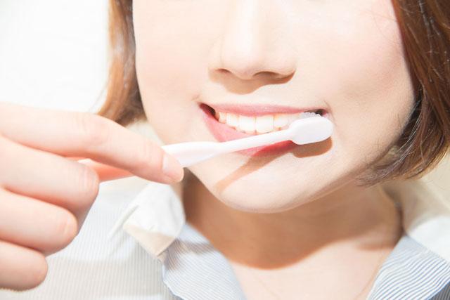 歯磨きで歯はホワイトニングできるの?ホワイトニング歯磨き粉の利用方法と本当に歯を白くする方法1